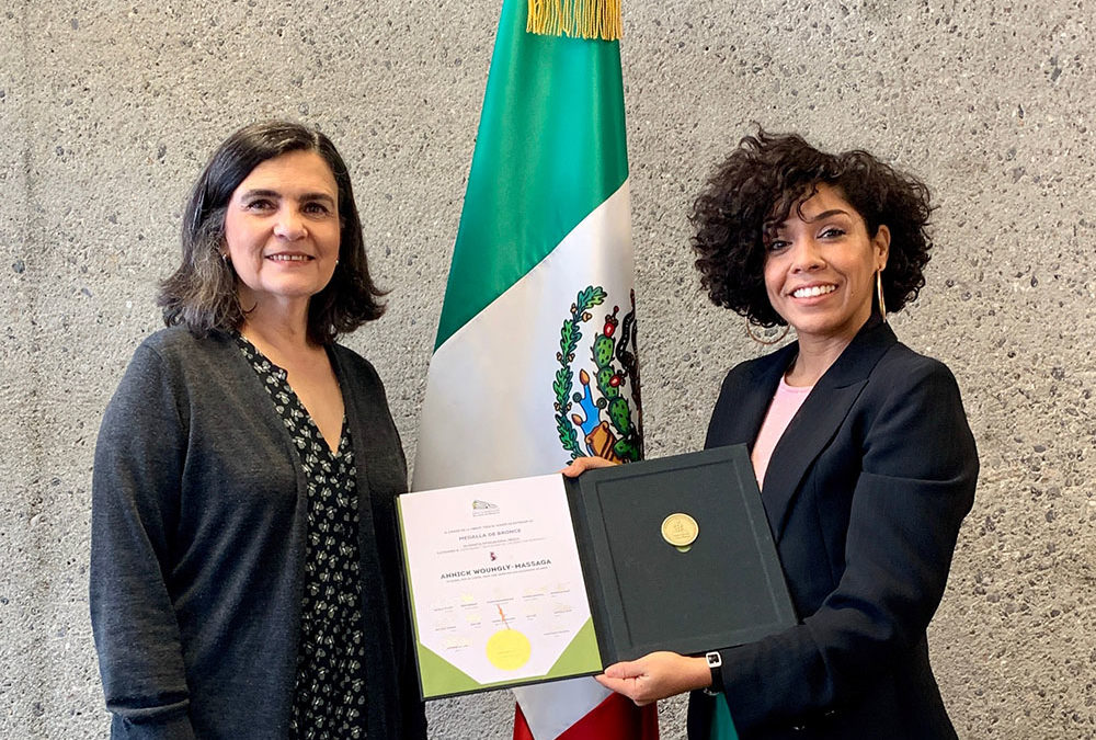 Receiving my bronze medal in the Embassy of Mexico in Switzerland